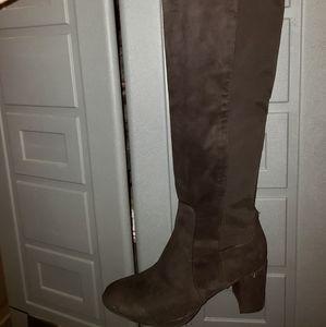 Liz claiborne boots size 10